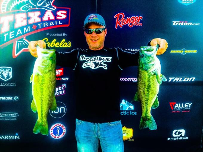 Genes kicker bass at Texas